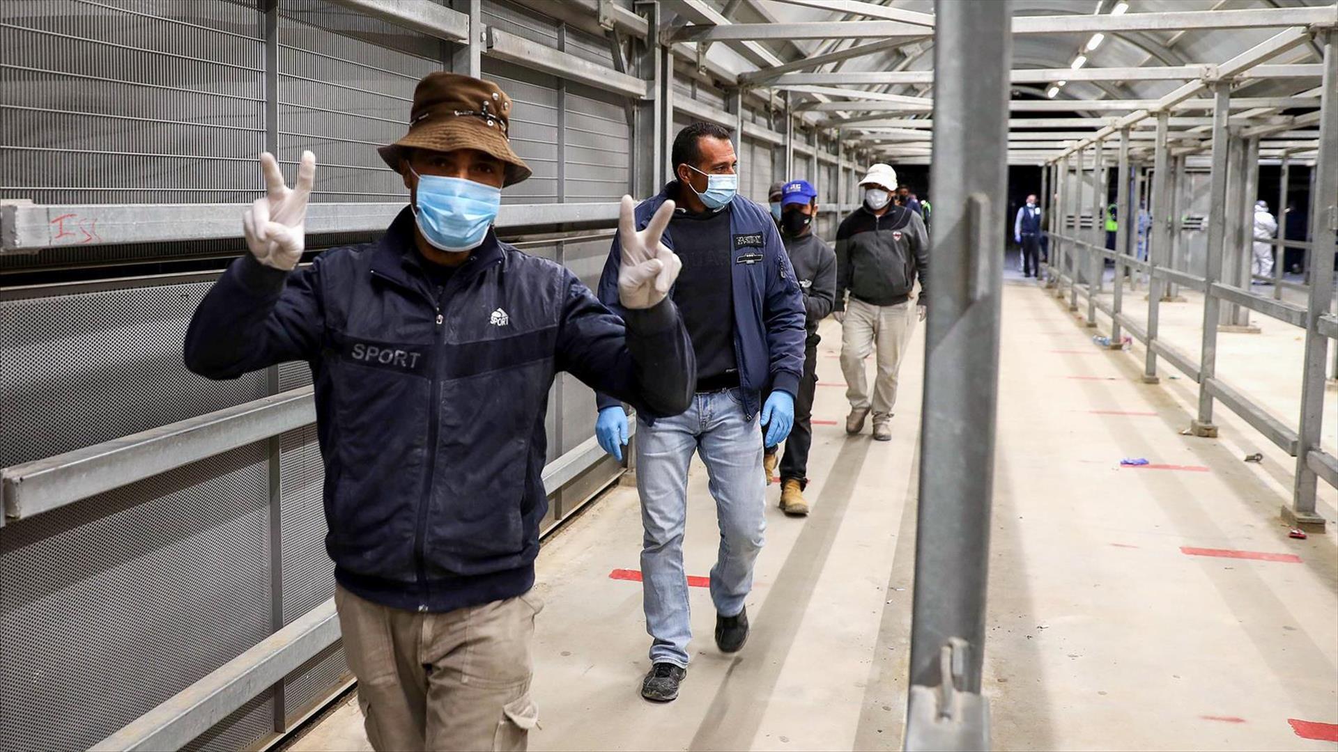 قرار اسرائيلي بإخضاع العمال الفلسطينيين لفحص الكورونا