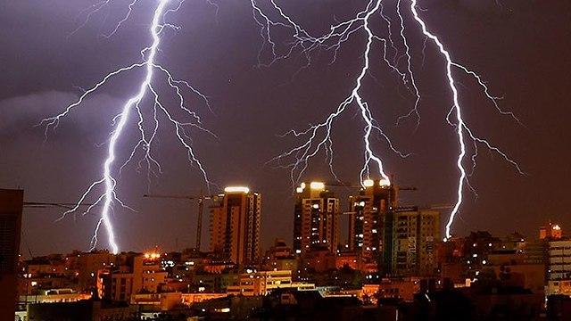 أمطار غزيرة وعواصف رعدية  أثرت على العديد من المناطق  الفلسطينية