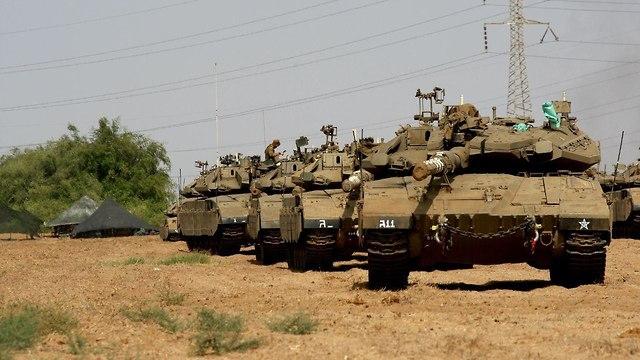 """دبابة  إسرائيلية تطلق قذيفة """"بالخطأ"""" على منزل في قطاع غزة"""