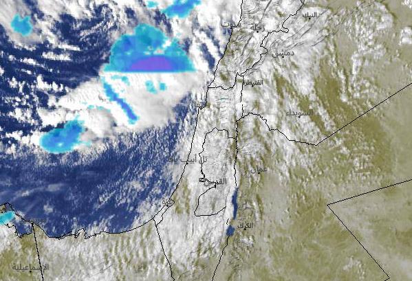 كتلة ضخمة من السحب الماطرة تقترب من السواحل الشمالية