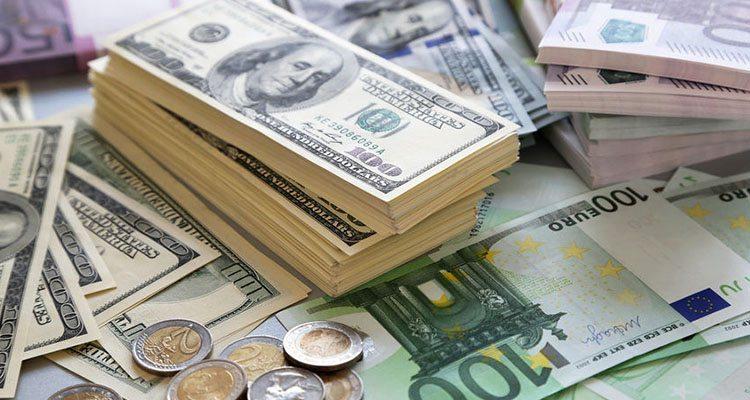 الدولار ينهار لأدنى مستوى منذ 24 عام