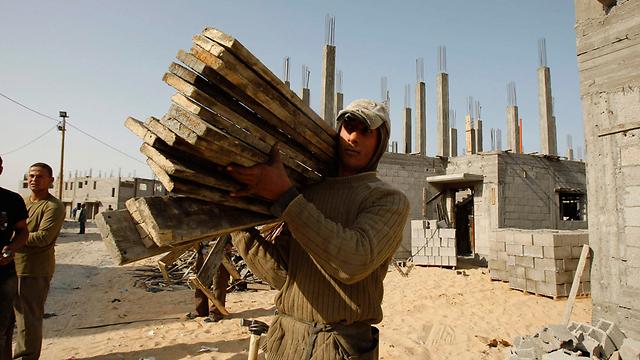 تسريح نصف العمال الاجانب ف مجال البناء في إسرائيل  خلال 10 أيام