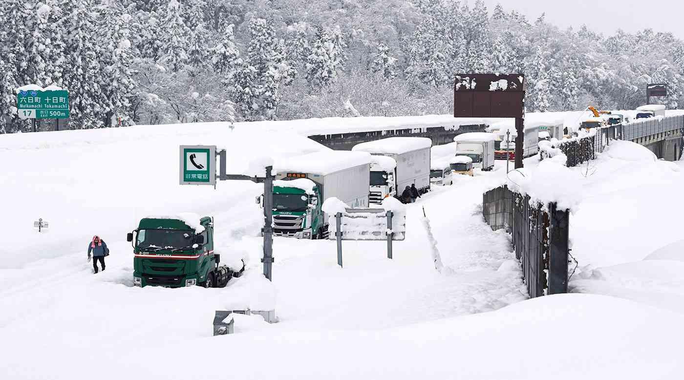 متر من الثلوج شمال اليابان