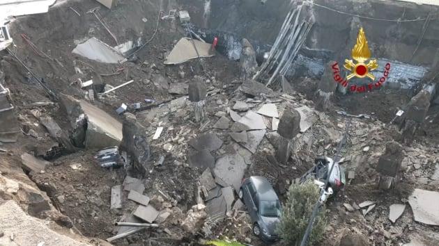 بالفيديو : حفرة ضخمة في باحة مستشفى في ايطاليا