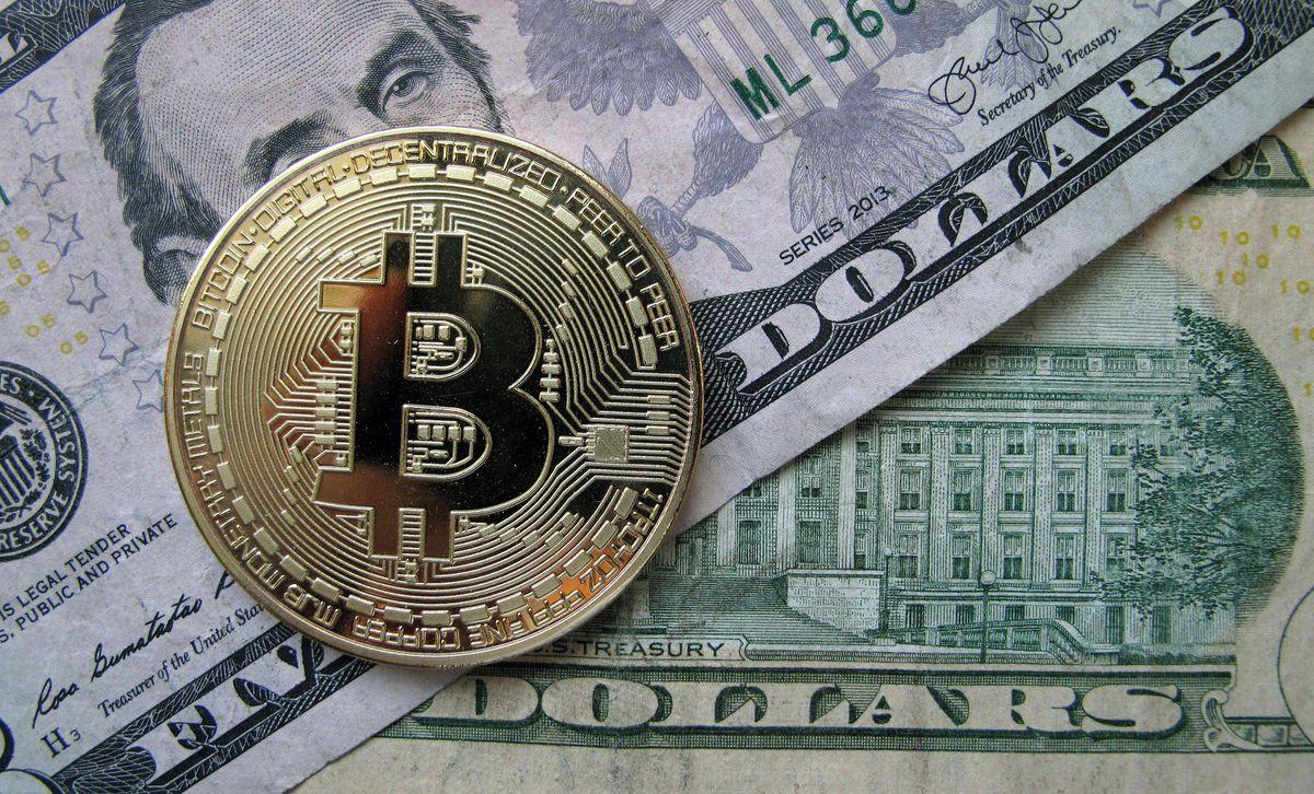 الدولار يواصل ارتفاعه