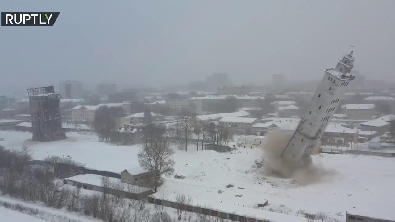 شاهد : تفجير برج بارتفاع عشرات الأمتار في روسيا