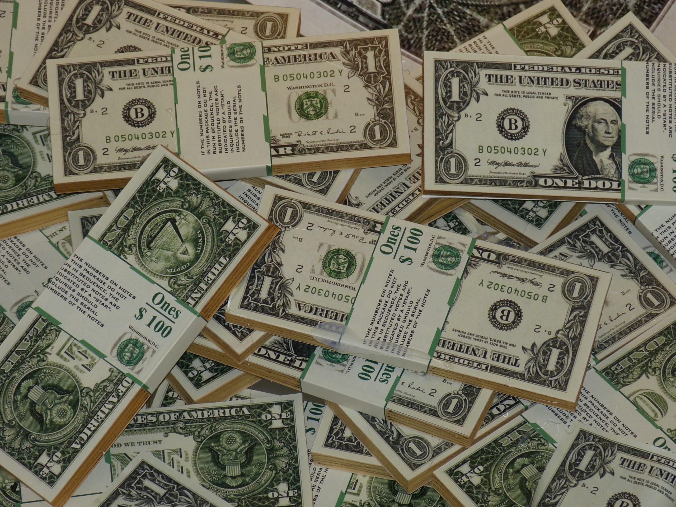 الدولار يرتفع من جديد