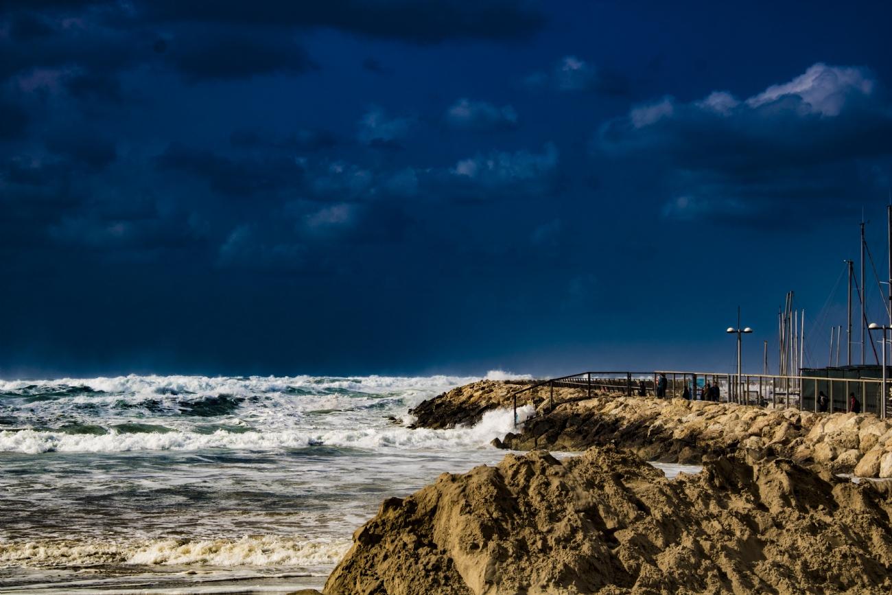 أمطار مصحوبة بالعواصف الرعدية تبدأ ليلاً
