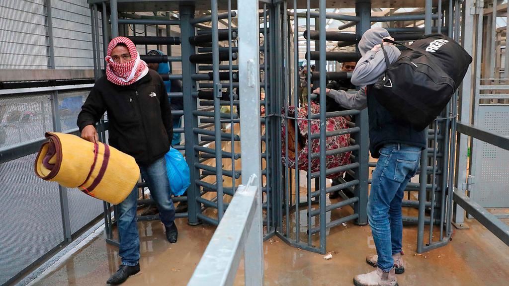قرار اسرائيلي هام حول المعابر للعمال
