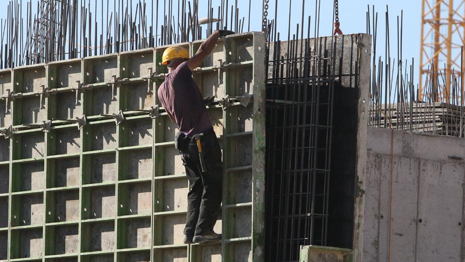 مخطط اسرائيلي لمنح آلاف تصاريح العمل